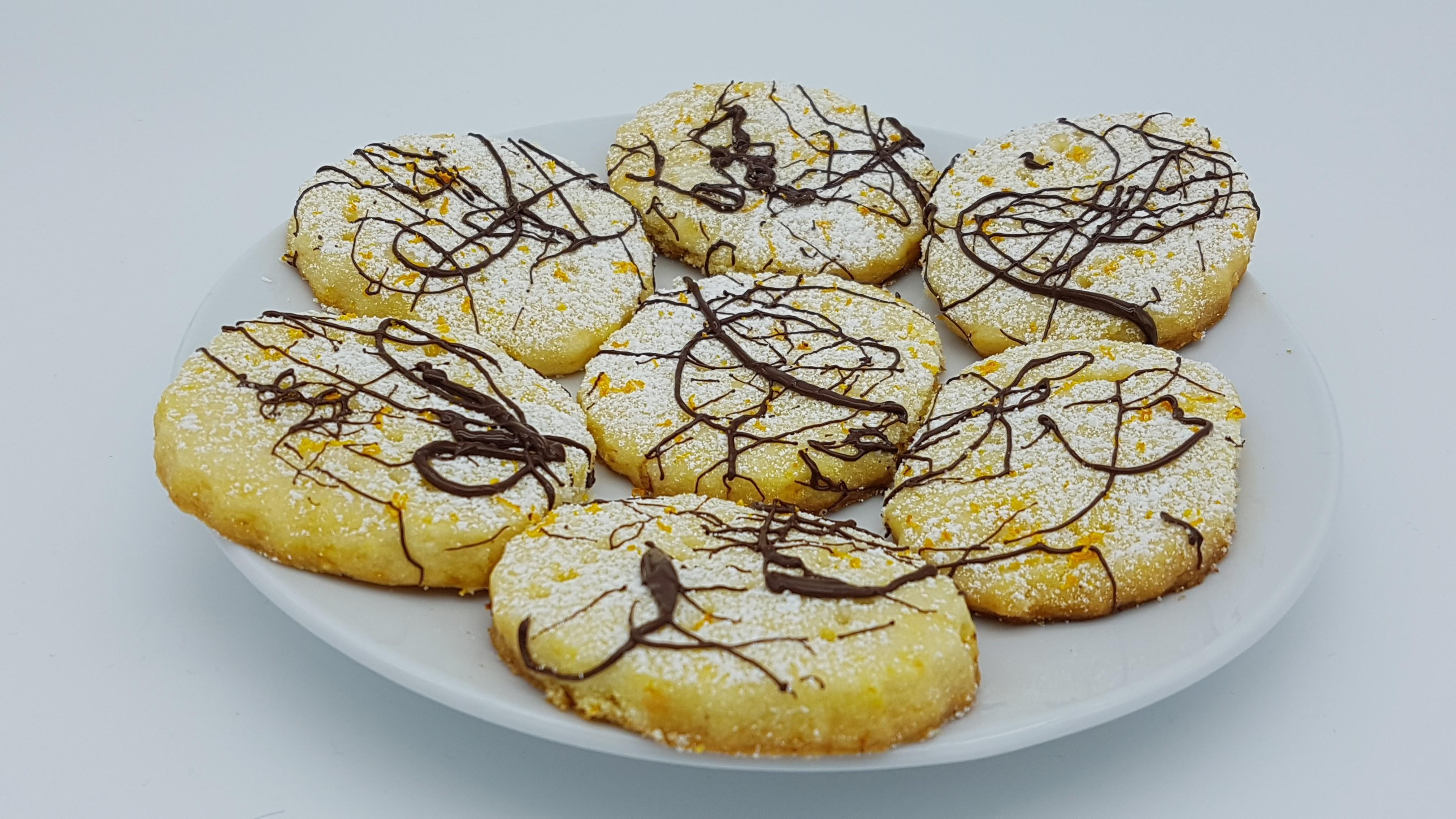 biscuiti-fragezi-portocala-ciocolata-servit